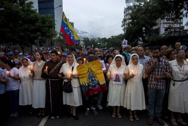 Povo nas ruas na Venezuela